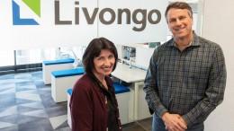Livongo Health CEO Glen Tullman (right) with Retrofit CEO Mary Pigatti at Livongo's Chicago office. (PRNewsfoto/Livongo Health)